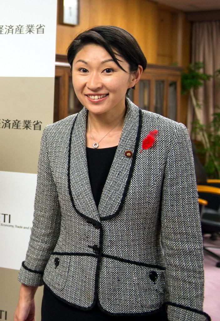 Yuko Obuchi, ministra de Economía, Comercio e Industria del Japón en el actual gabinete de Abe | Foto de William Ng – De público dominio Vía Wikimedia Commons